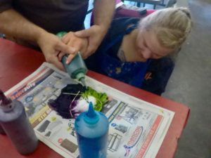 girl tie dyeing
